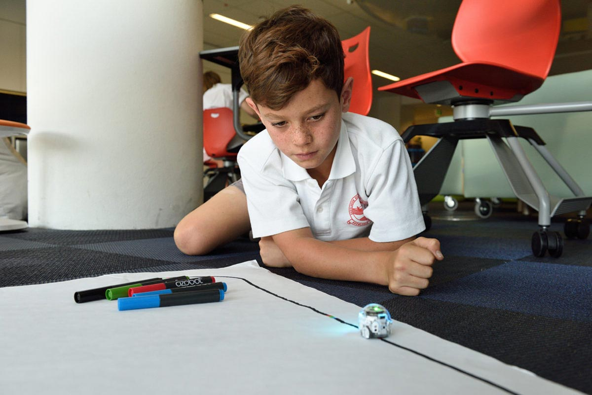 Child in creative learning environment