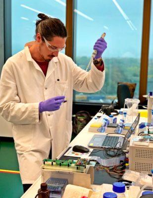 Mathias Wipf of MOMM Diagnostics in laboratory
